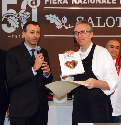 Pierotti consegna il volume 50 anni di storia a Ceriscioli