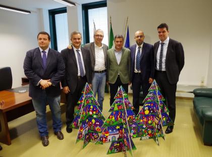 Fano regala l'albero della città ai presidenti Ceriscioli e Mastrovincenzo