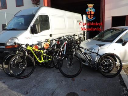Intercettato un furgone carico di biciclette rubate a Fermignano