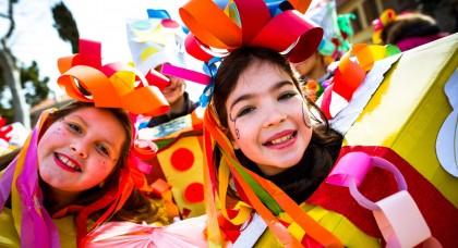 I bambini colorano il Carnevale con le mascherate della mattina