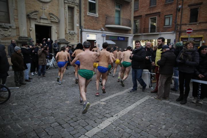 Gli uomini ignudi lasciano la piazza-Ph-@Wilson_Santinelli