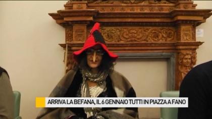 Arriva la Befana in piazza a Fano con un grande spettacolo e centinaia di calze – VIDEO