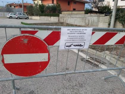 parcheggio caserma chiuso
