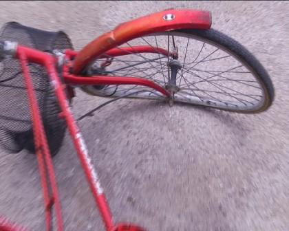bici bicicletta a terra incidente