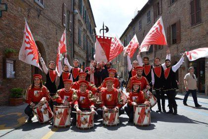 Fano vince la parata nazionale della bandiera con La Pandolfaccia