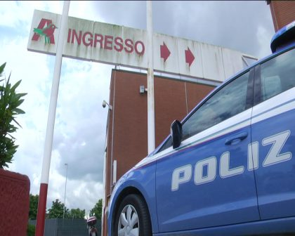 Controlli della Polizia a Fano. Denunciati ladri di creme, telefoni e auto – VIDEO