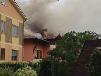 Incendio in zona Paleotta a Fano (Guarda Video e Foto)