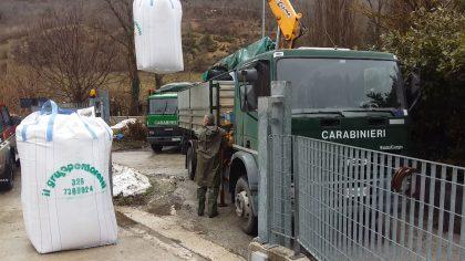 Mangime scaricato dasi veicoli dei Carabinieri forestali 1