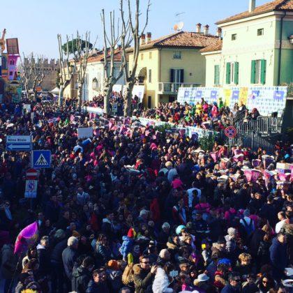 """Al Carnevale di Fano la """"Ola"""" più grande del mondo"""