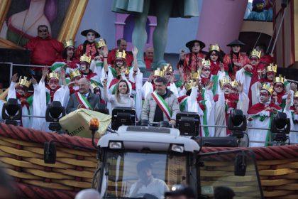 """Carnevale di Fano, tantissima gente. """"Impossibile dare numeri !"""""""