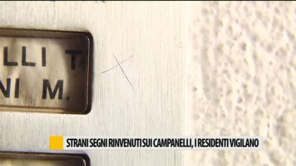 Fano, strani segni sui campanelli. I residenti vigilano – VIDEO