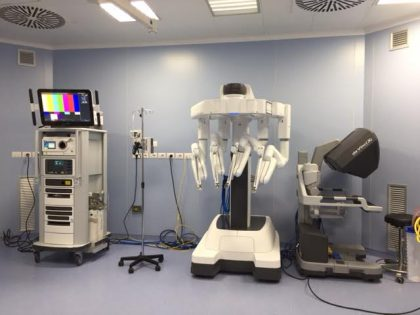 """Sanità, Marche Nord presenta il sistema robotizzato """"Da Vinci"""""""