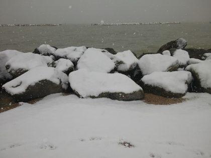 Neve senza tregua sulla costa. E domani si replica