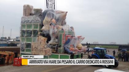 Arrivato via mare da Pesaro il carro dedicato a Rossini – VIDEO