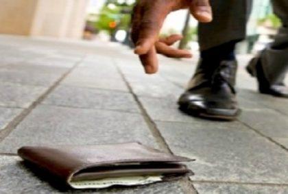 Un Fanese trova un portafogli con 510 euro e lo restituisce alla proprietaria