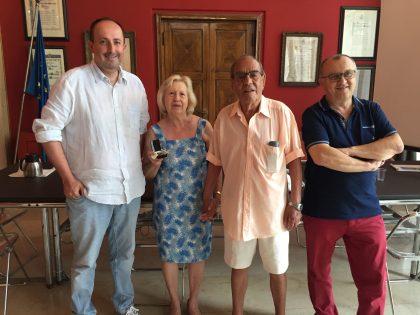 Da 40 anni in vacanza a Pesaro: affezionati turisti di Cologno Monzese ricevuti in Comune