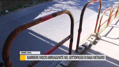 Barriere molto arrugginite nel sottopasso di Baia Metauro – VIDEO