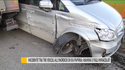 Incidente tra tre veicoli a Fano: mamma e figli miracolati – VIDEO