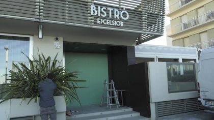 Terrore all'Hotel Excelsior a Pesaro. Banditi armati fanno irruzione con martelli e asce
