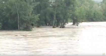 Maltempo, il livello del fiume Metauro sta salendo