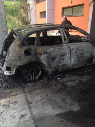 Auto in fiamme nella notte. Distrutta l'auto di un noto medico Fanese (VIDEO E FOTO)