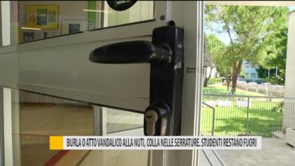 Burla o atto vandalico alla Nuti, colla nelle serrature. Studenti restano fuori – VIDEO