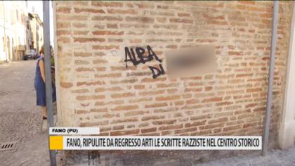 Fano, ripulite da Regresso Arti le scritte razziste nel centro storico – VIDEO