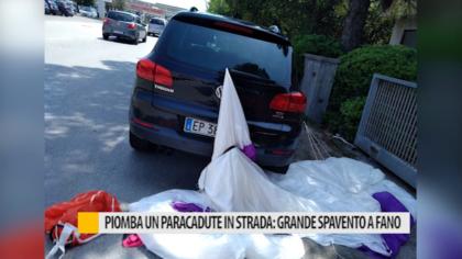 Piomba un paracadute in strada: grande spavento a Fano – VIDEO
