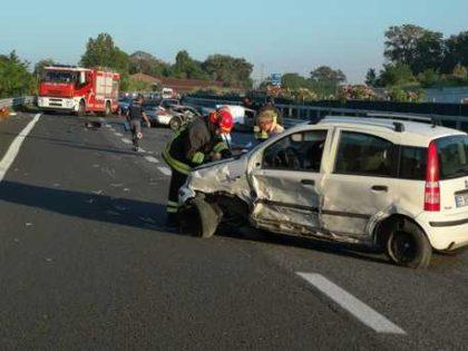 L'auto va a fuoco, muore carbonizzato a Senigallia