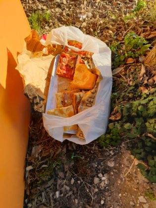 Pizza lasciata nella spazzatura: ecco come sono andati i fatti