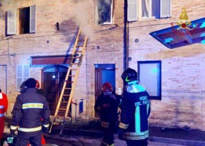 Incendio in un appartamento. Muore bimba di 7 anni. Salve la mamma e la sorellina